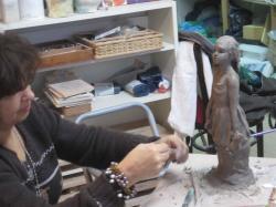 sculpture petite fille au nounours
