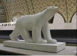 Ours blanc profil droit dessous